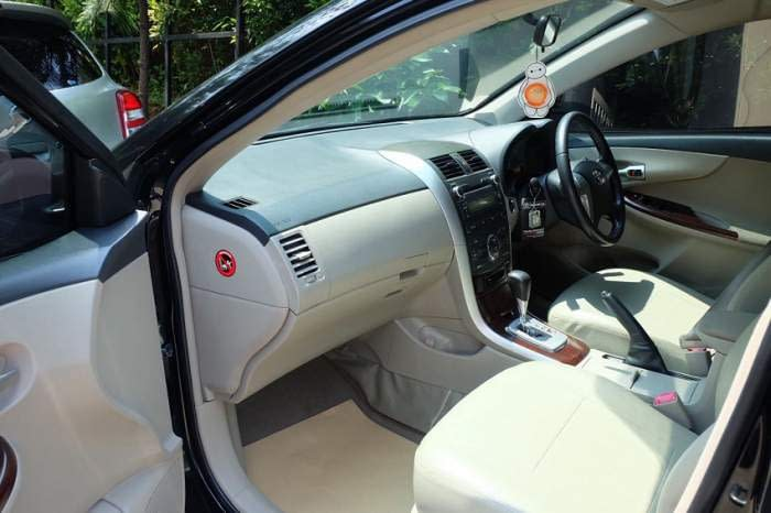 Dashboard-Rental-Mobil-Corolla-Altis-Dual-VVTI-Automatic